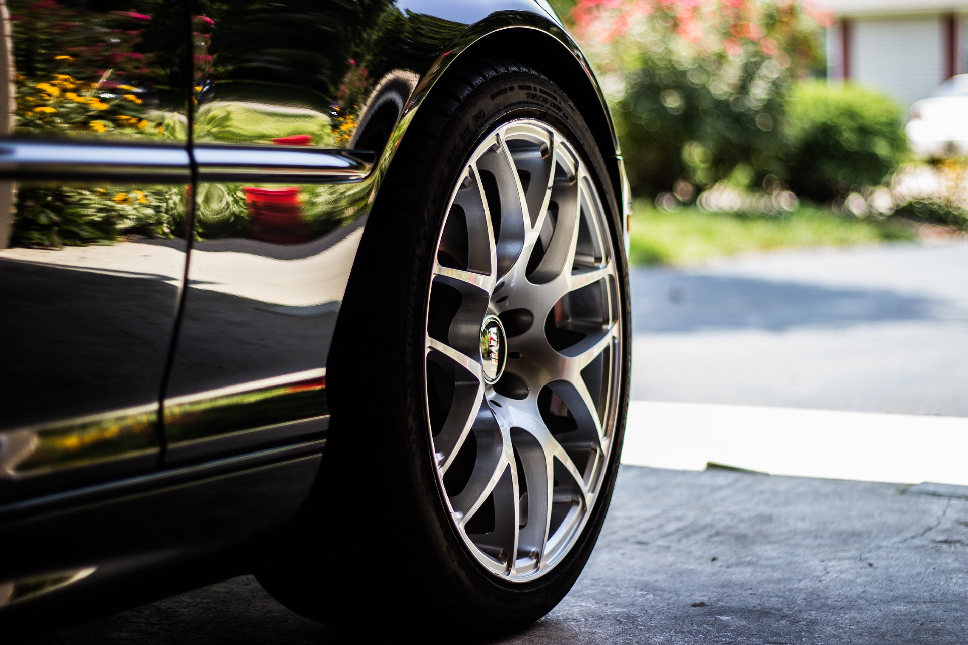 タイヤがパンクする仕組みとタイヤ交換について