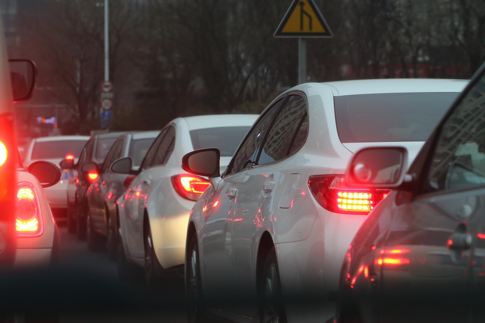 車、バイクの通勤や通学で朝の運転で気をつける4つのこと