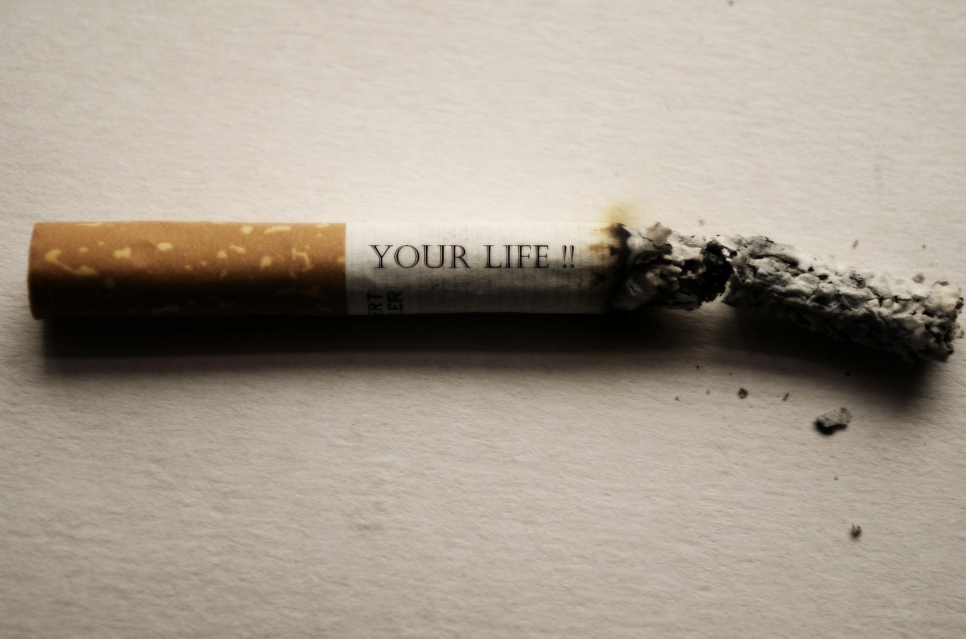 前の車からタバコが投げ捨てられたときの話【我慢できますか】