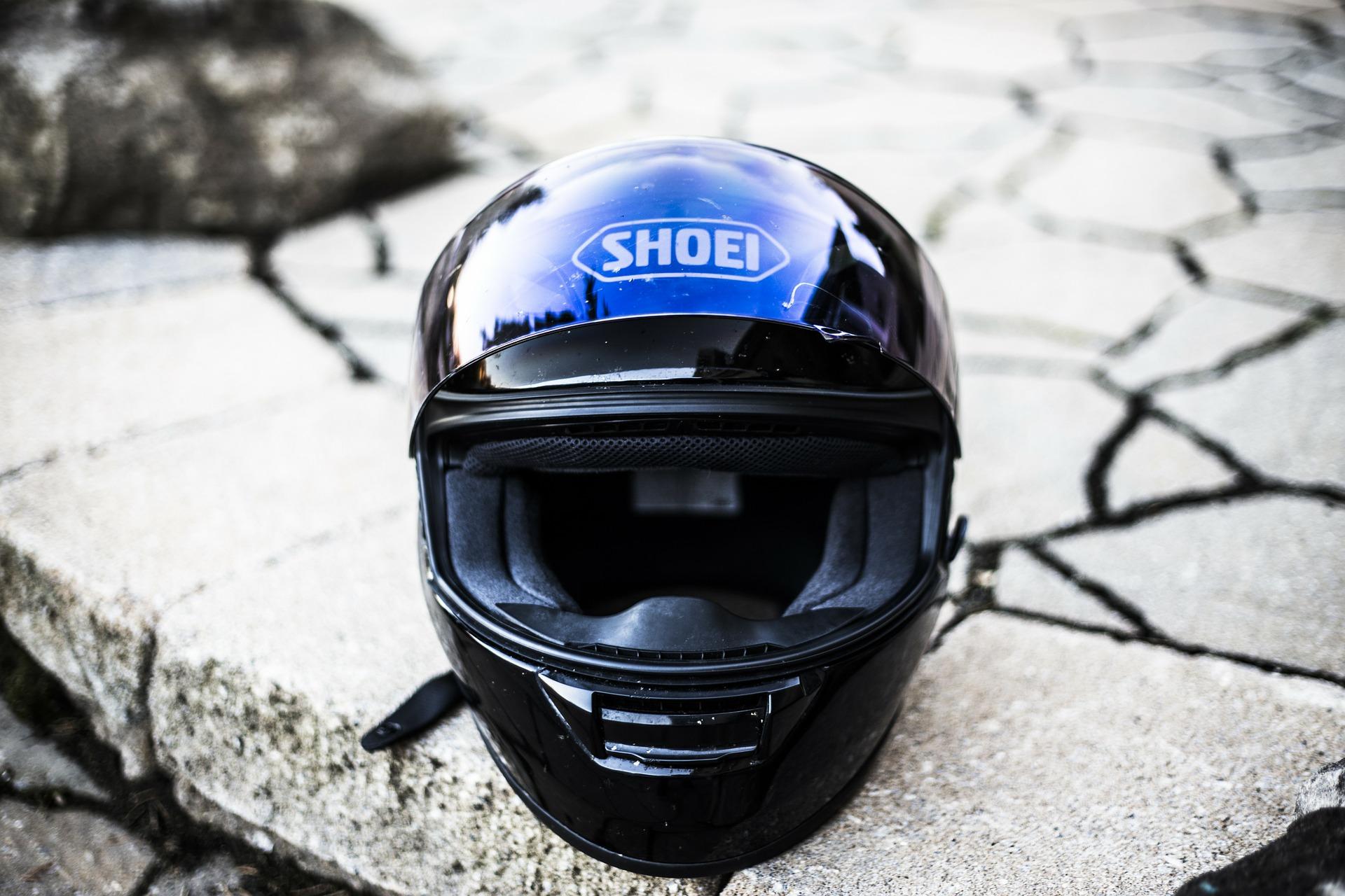 バイクのヘルメットの取り扱いや置き方に少々神経を使いましょう