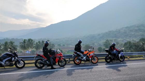 【バイク】親しき仲でもマスツーでは車間を空けるべき?