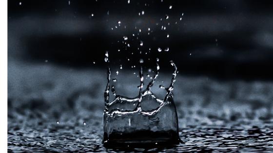 ツーリング中の突然の雨に備えて持っておきたいグッズを紹介します