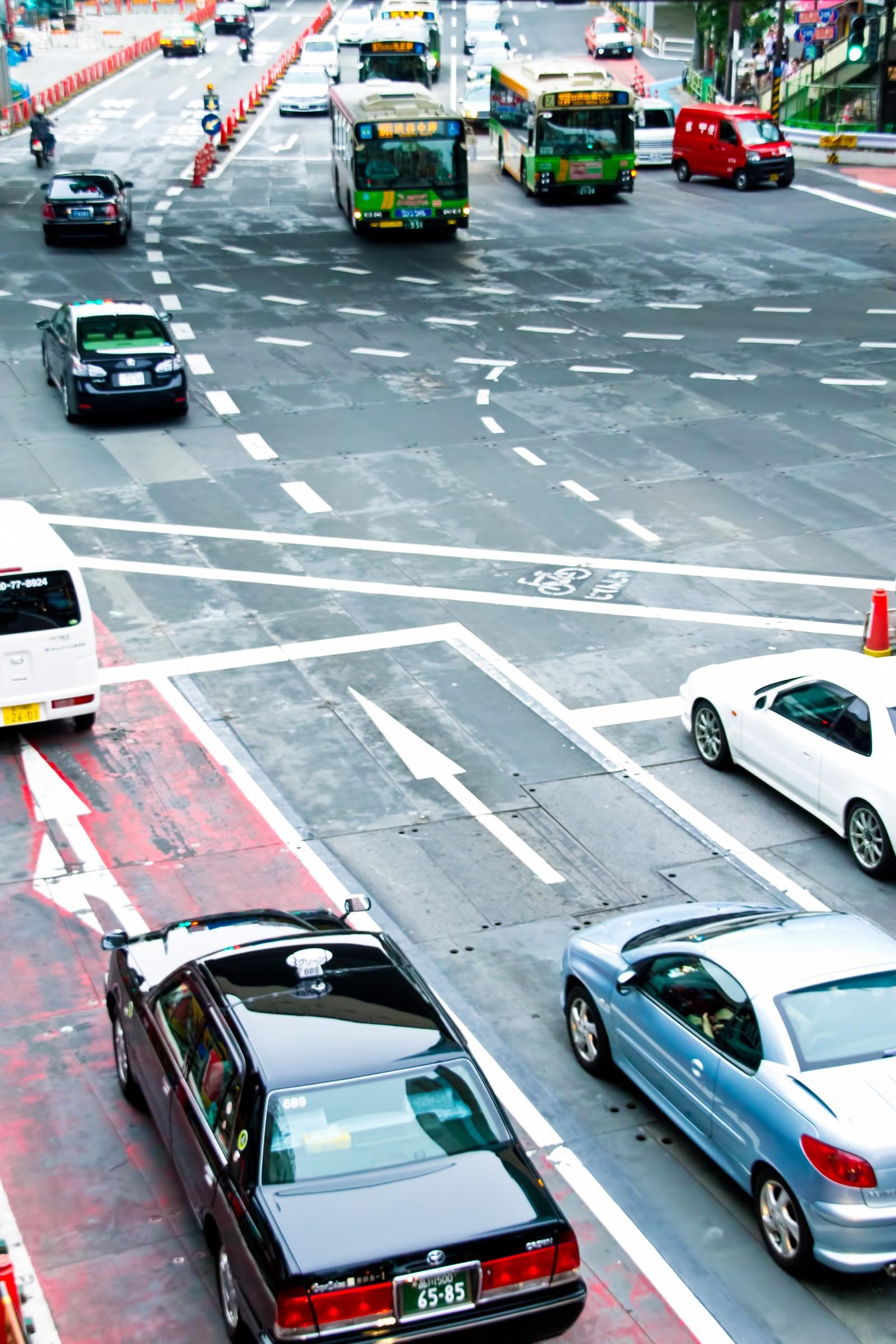 【初心者向け】交差点での右折と左折するときの注意点について?
