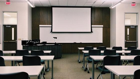教習所の指導員になるために必要な試験は6つあります!